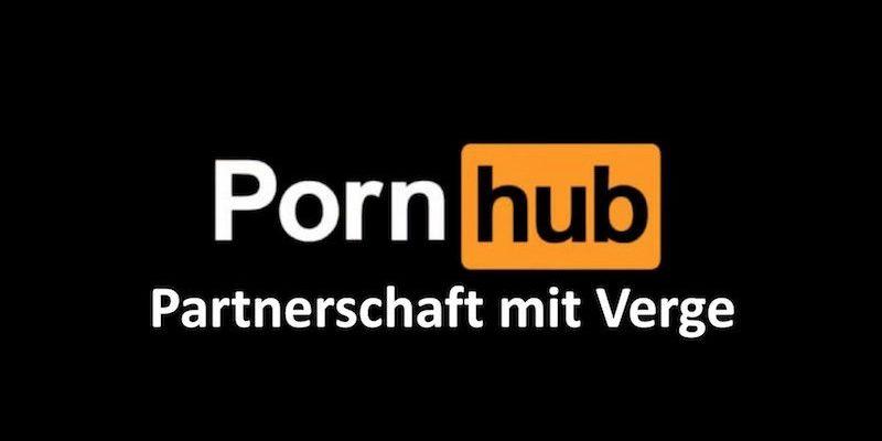 """Schwarzer Hintergrund mit weißem Text: """"Pornhub Partnerschaft mit Verge"""""""