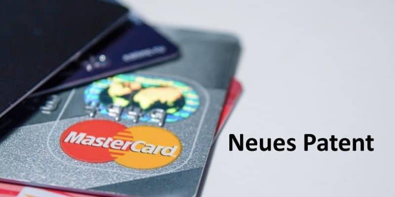 Verschiedene Kreditkarten auf Tisch