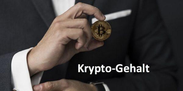 Geschäftsmann im Anzug hält Bitcoin-Münze in der Hand