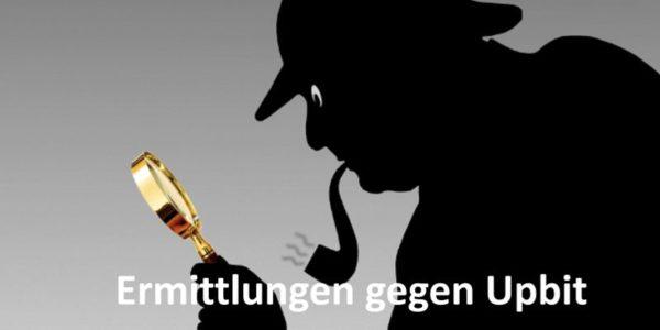 Ein Pfeife rauchender Detektiv hält eine Lupe in der Hand