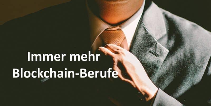 Herr passt sich die Krawatte an
