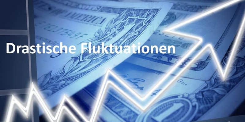 Pfeil symbolisiert Währungskurs, im Hintergrund sind Dollarscheine