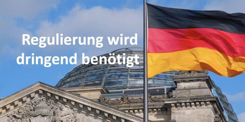 Deutsche Flagge und Bundestag