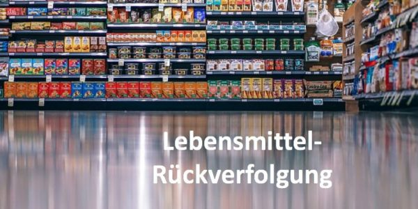 Lebensmittelregale im Supermarkt