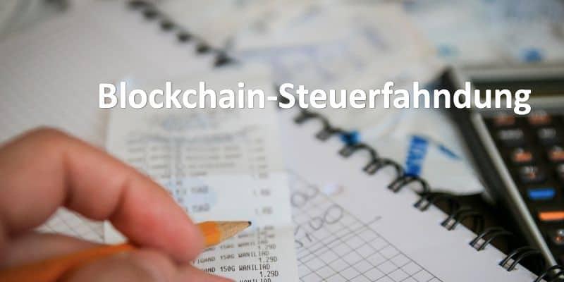 Ein Block, eine Rechnung und ein Taschenrechner