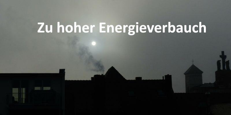 Rauch und Qualm über Häusern
